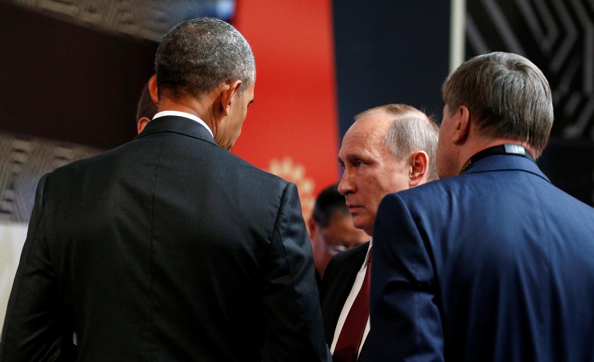 Obama a Putin během summitu APEC