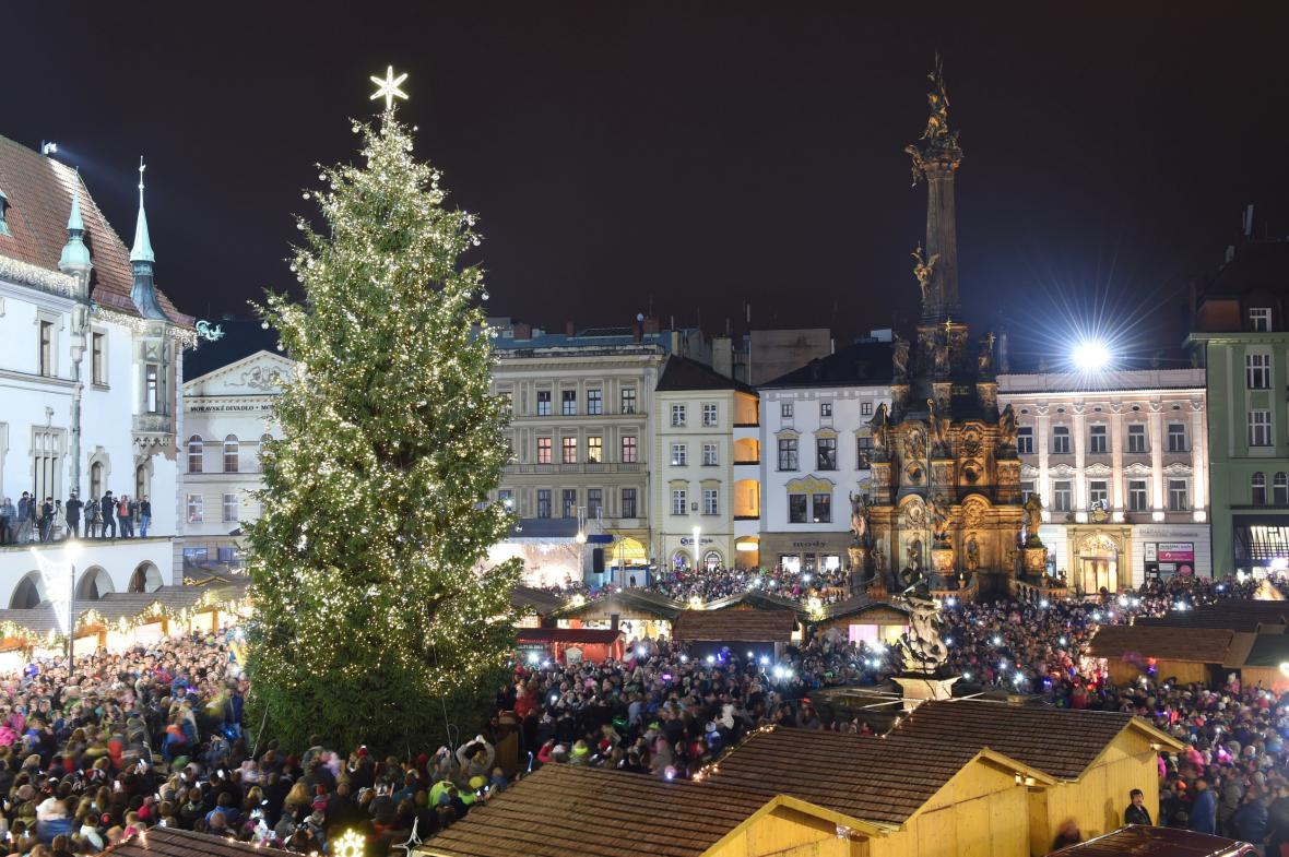 Vánoční jarmark začal v Olomouci už 20. listopadu