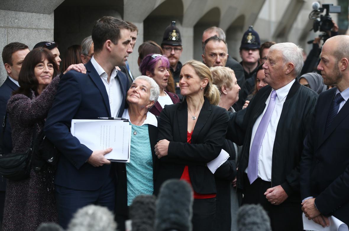Příbuzní Coxové po vynesení rozsudku