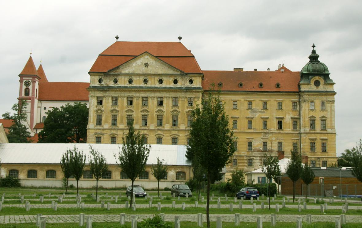 Křižovnický klášter v Louce u Znojma