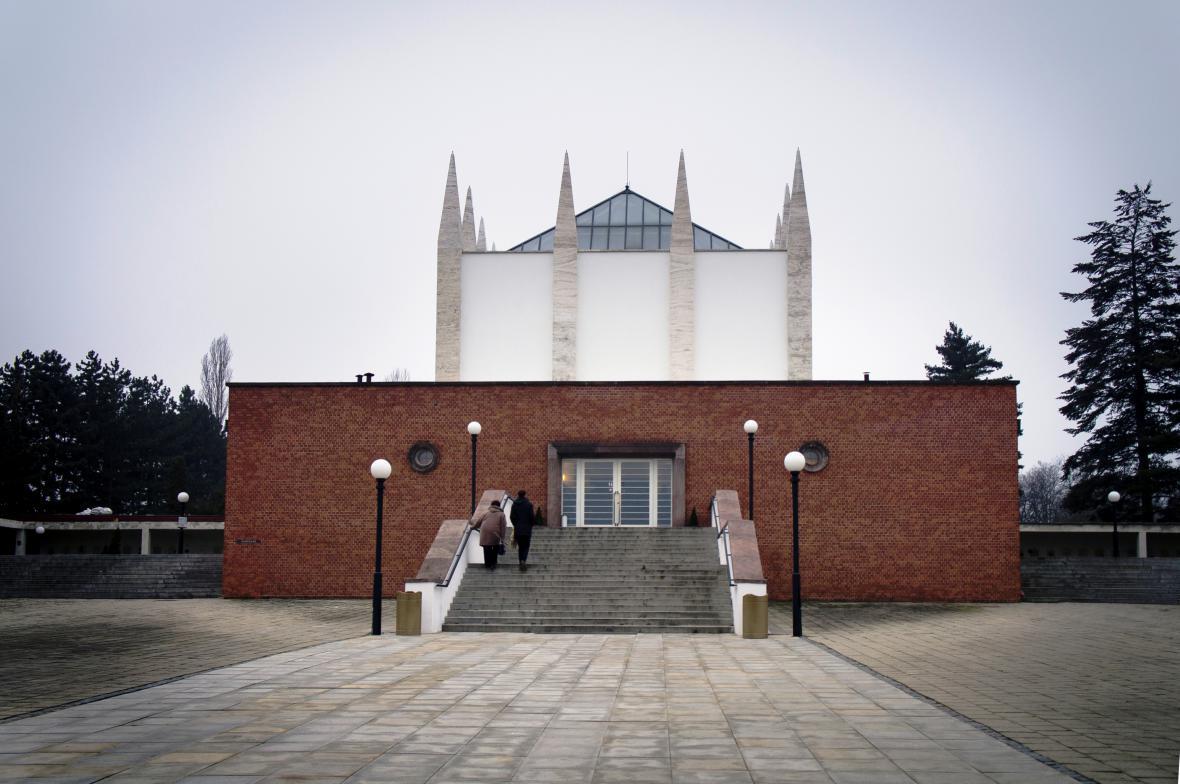 Krematorium a kolumbárium na Ústředním hřbitově v Brně