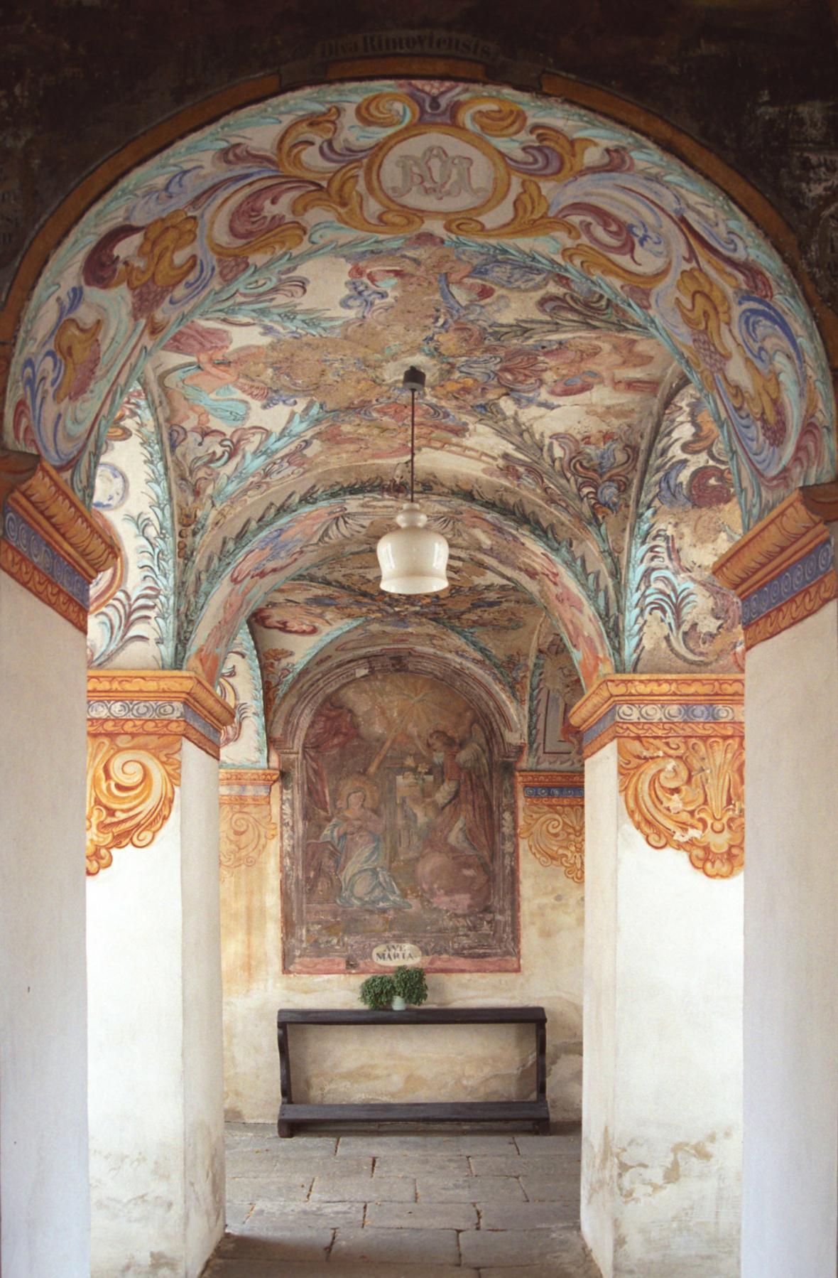 Interiér barokního kostela sv. Ducha v Římově na Českobudějovicku