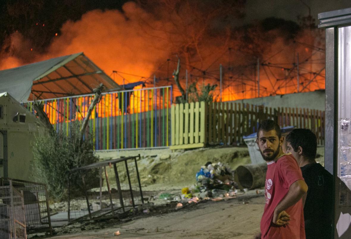 Hořící tábor Moria v Řecku