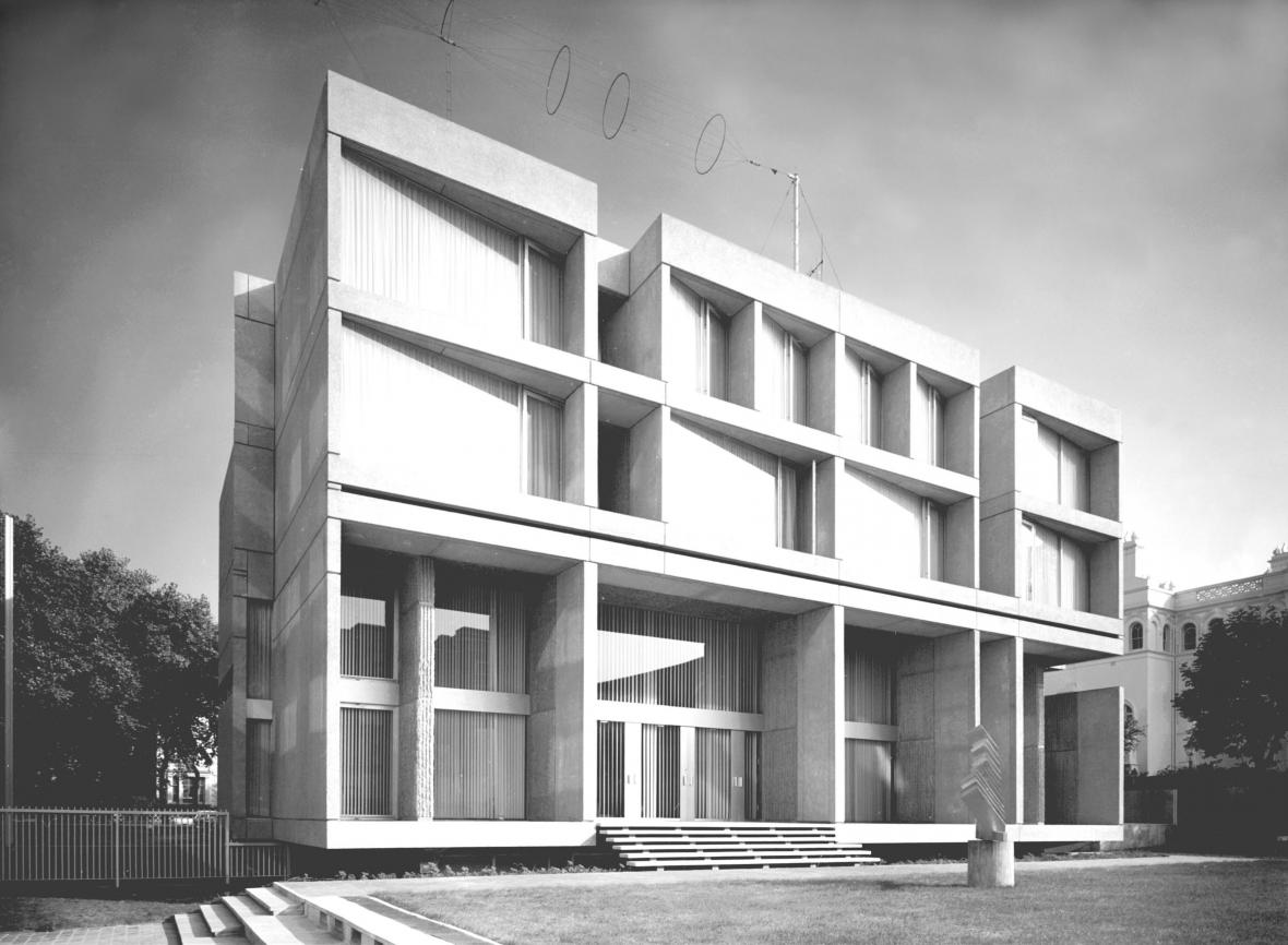 Velvyslanectví České a Slovenské republiky, Londýn, 1965–1971 (architekti: Jan Šrámek, Jan Bočan)