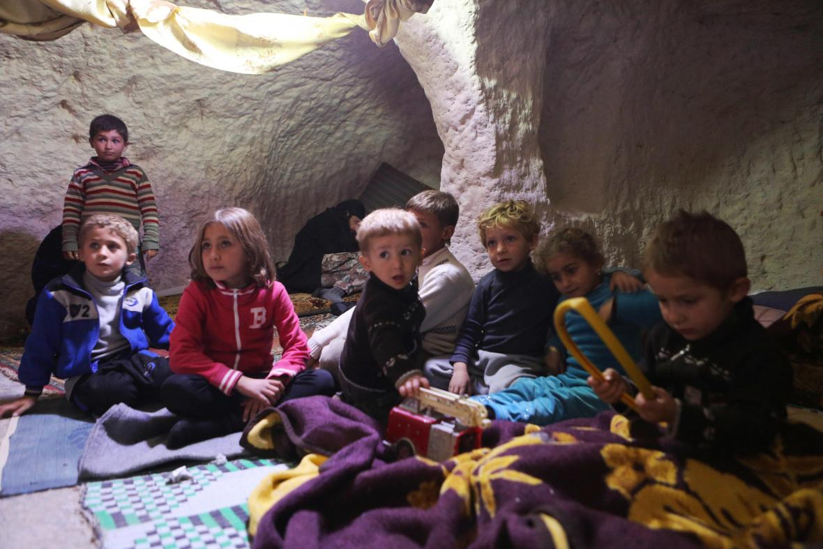 Děti, které jsou na útěku před boji ve východním Aleppu