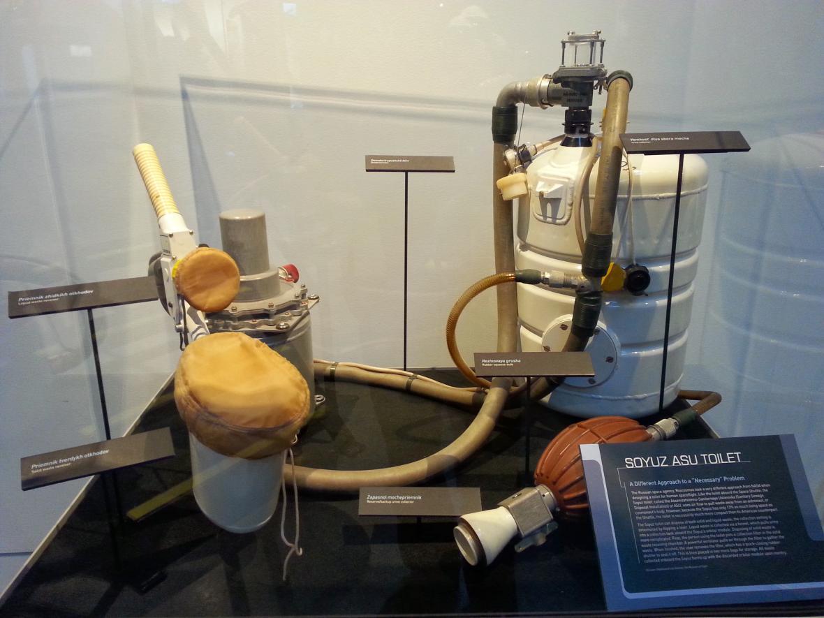 Toaleta na palubě kosmické lodi Sojuz
