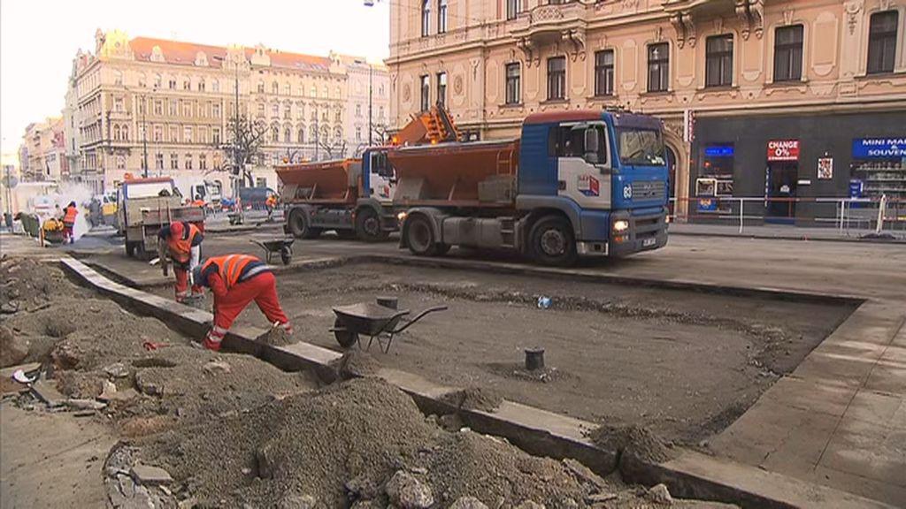 Oprava Sokolské po havárii vodovodu pokračuje