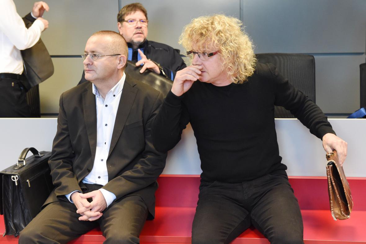 K soudu se dostavili jen dva obžalovaní, Pavel Gala (vlevo) a Jiří Raba (vpravo)