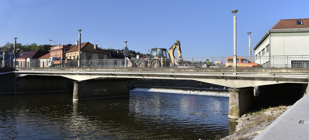 Podklášterský most dělníci v květnu zbourali