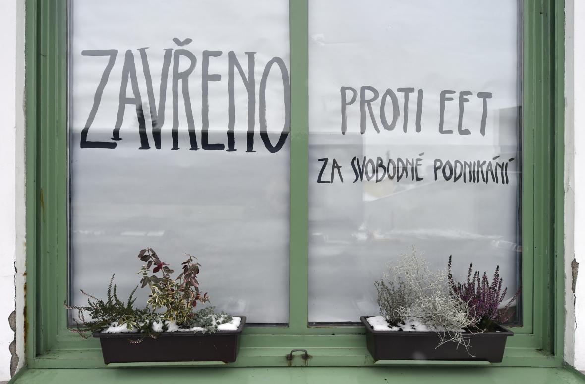 Na protest proti EET uzavřela 1. prosince majitelka Kavárny Jankl Jana Kůrková na jeden den svoji provozovnu nedaleko centra Pacova na Pelhřimovsku.