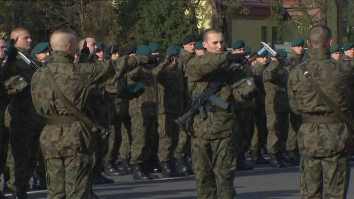 Vojáci územní obrany skládají přísahu