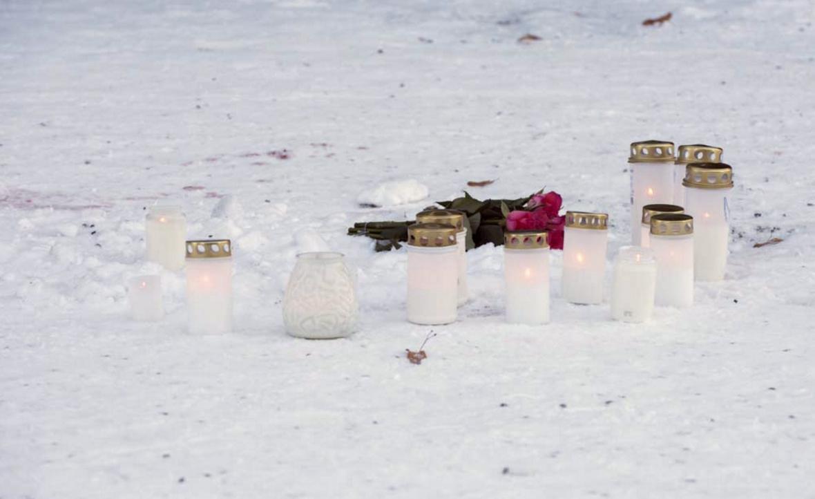 Svíčky na místě vraždy tří žen