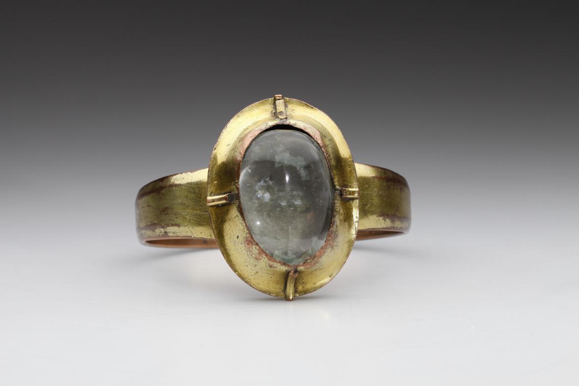 Prsten zvaný Manipul sv. Eligia (Čechy, 14.–15. století)