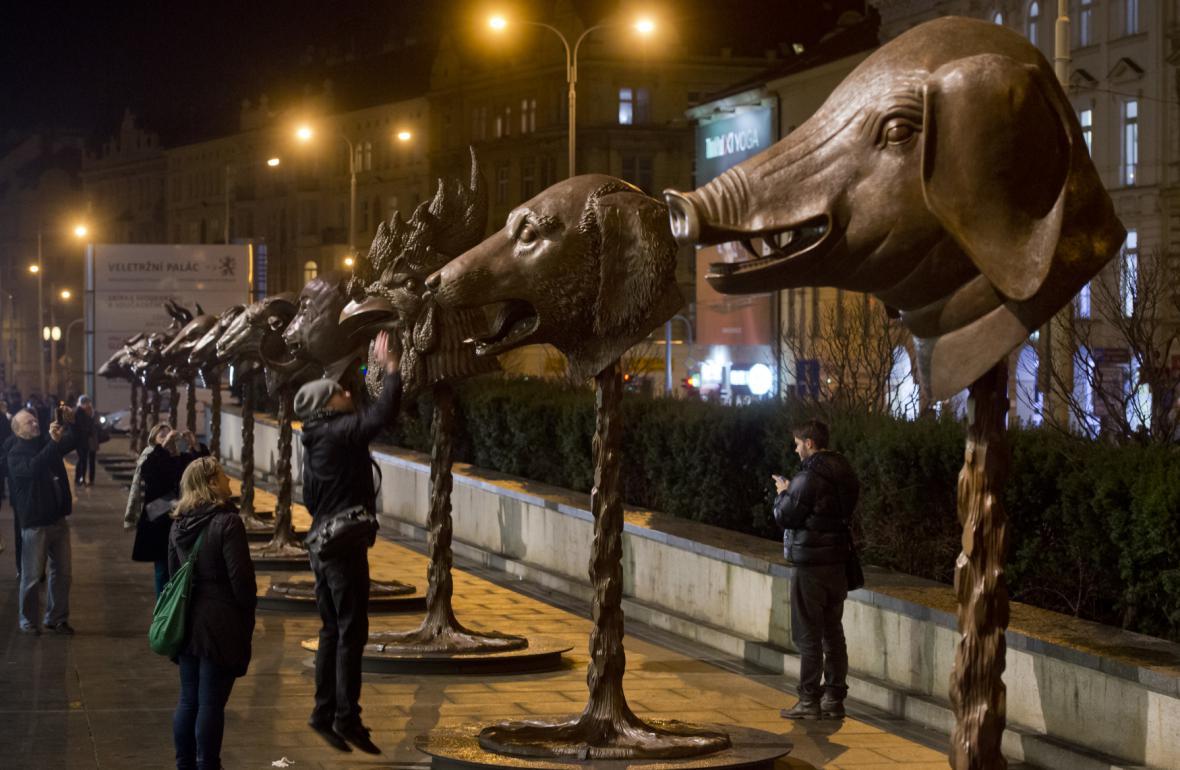 Zvěrokruh od Aj Wej-weje před Národní galerií v Praze