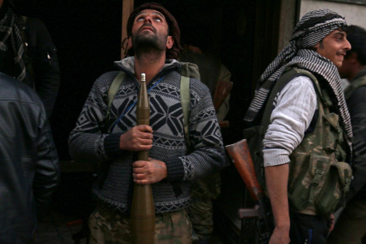 Rebelové v syrském Aleppu