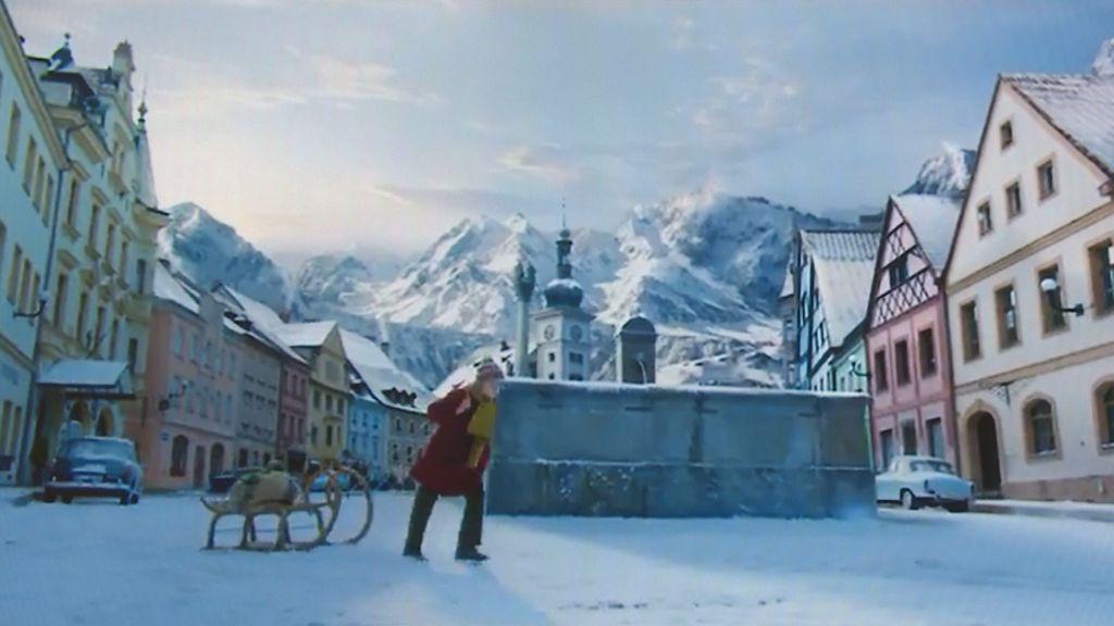 V reklamě na čokoládu se centrum Lokte proměnilo v horskou vesnici