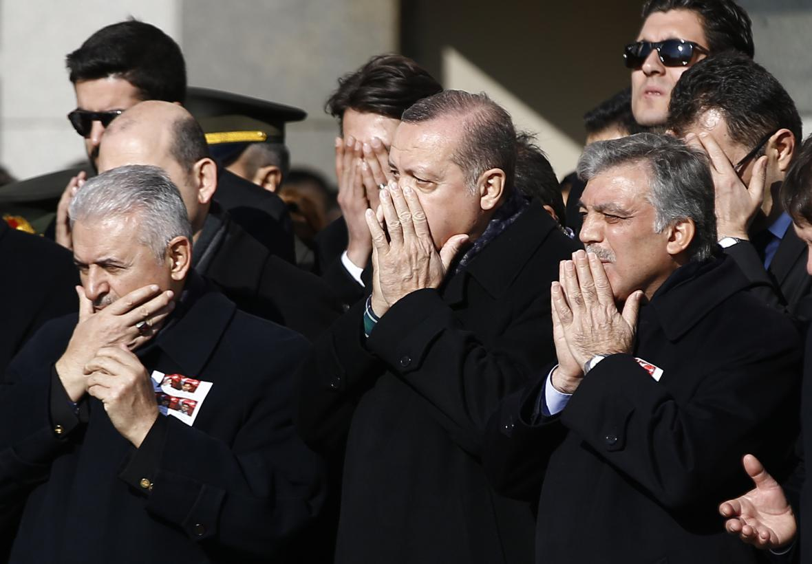 Turečtí představitelé vzdali hold policistům zabitým při útoku v Istanbulu