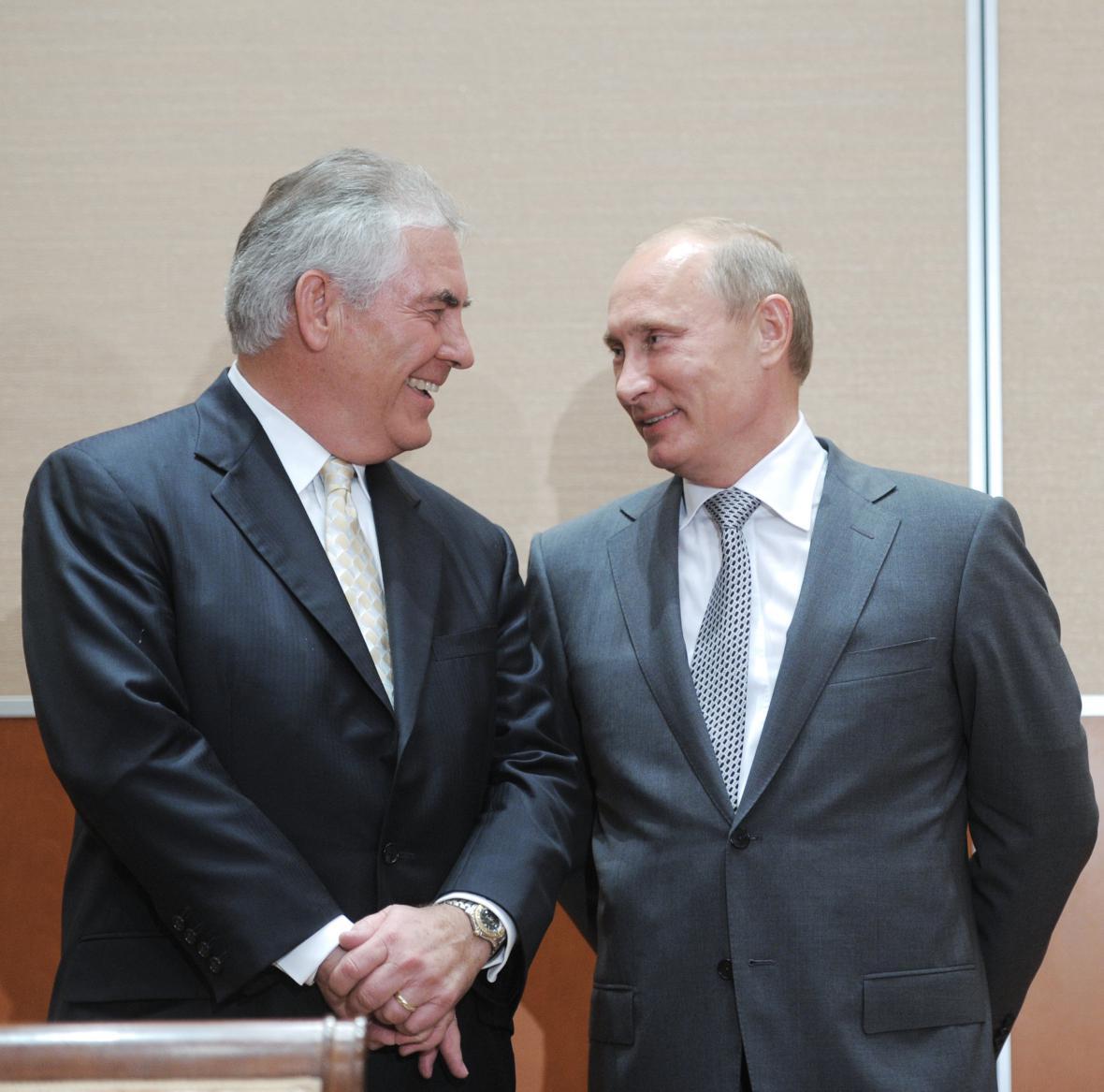 Tillerson s ruským prezidentem Putinem v roce 2011