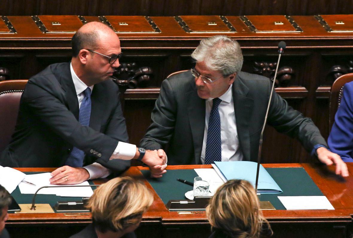 Italský premiér Paolo Gentiloni po projevu k poslancům