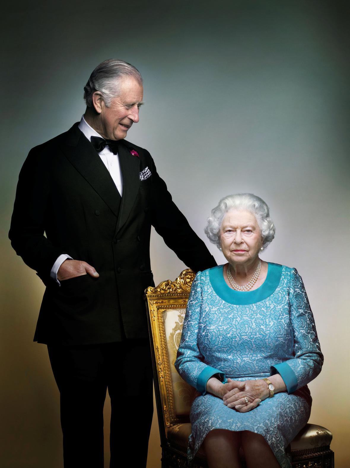 Královna Alžběta II. s princem Charlesem