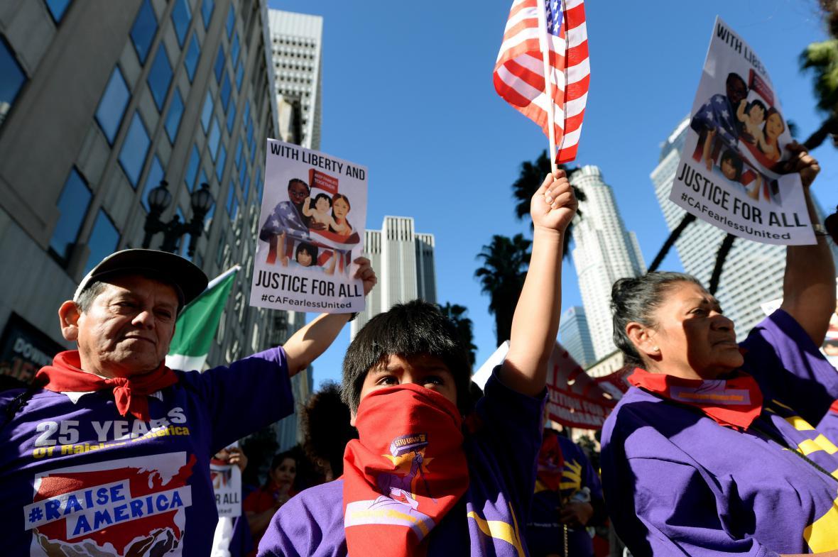 Demonstranti v Los Angeles