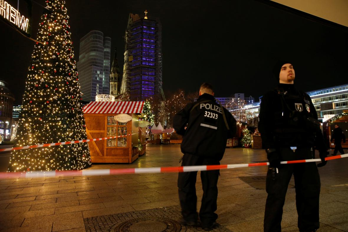 Uzavřený vánoční trh na náměstí Breitscheidplatz