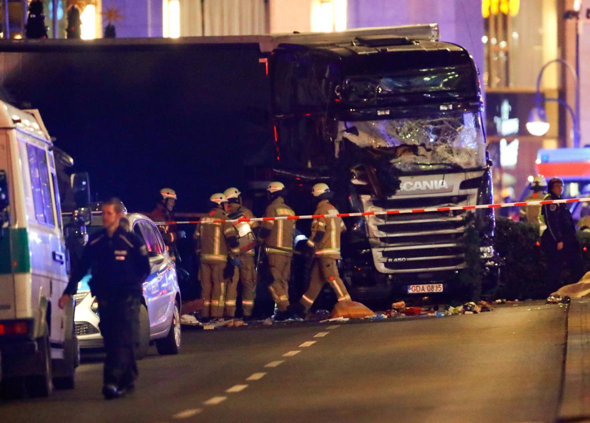 Kamion najel do berlínského vánočního trhu