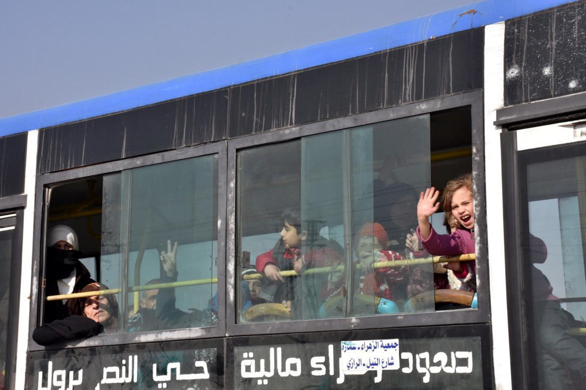 Evakuace lidí z Aleppa