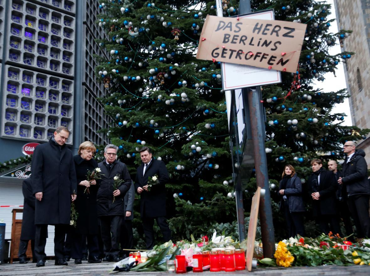 Angela Merkelová na místě útoku položila věnec