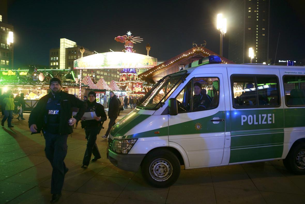 Policie na vánočních trzích v Berlíně