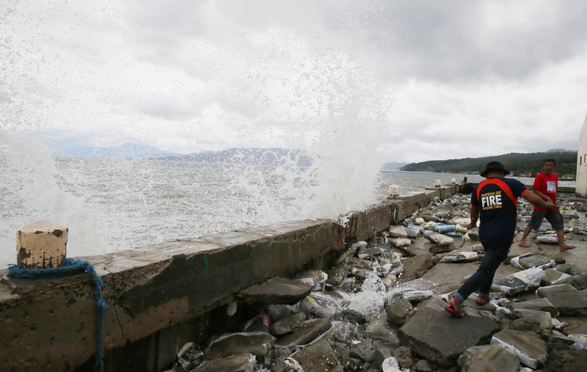 Tajfun Nina udeřil na Filipínách