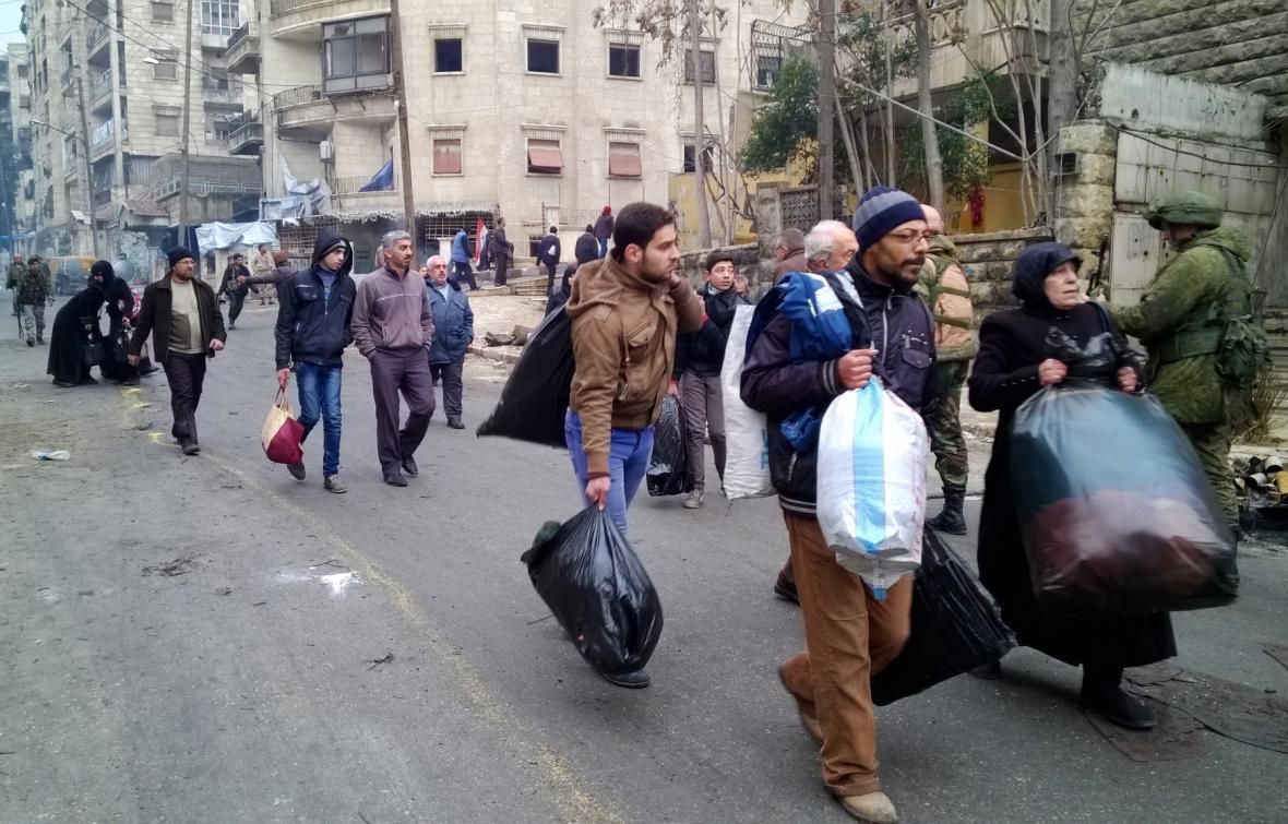 Syřané se vracejí do zničeného Aleppa