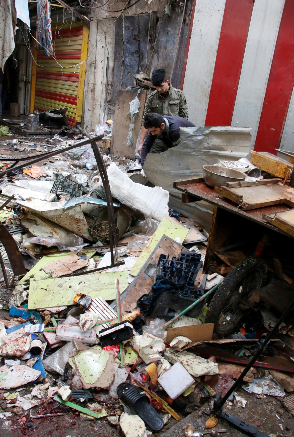 Poničené tržiště v centru Bagdádu