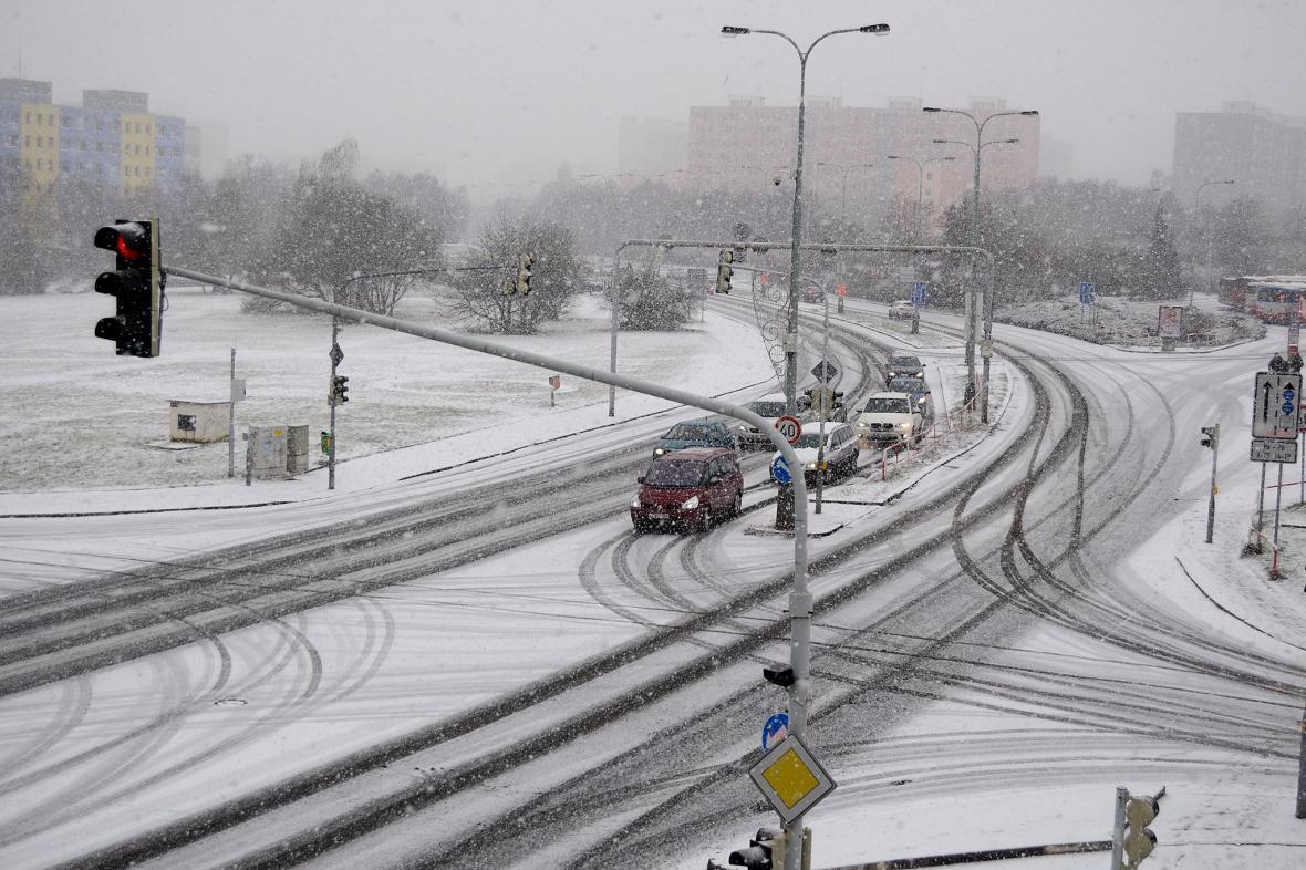 Zasněžení křižovatka v pražských Hájích