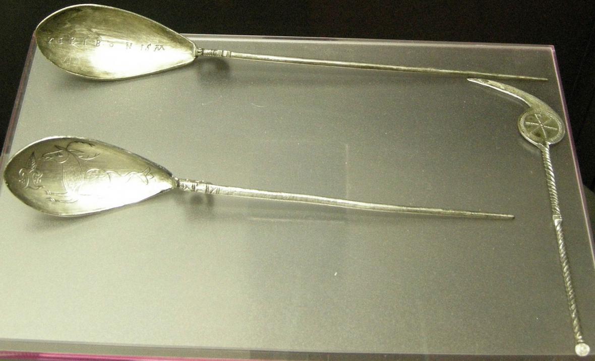 Stříbrná římská lžička s párátkem