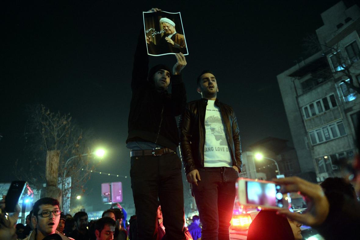 Íránci si připomínají zesnulého exprezidenta