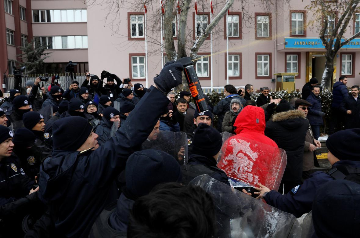 Protest proti ústavním změnám