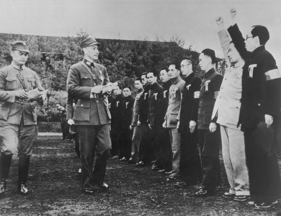 Generál Čankajšek při zdravici vojákům. Prezidentem Tchaj-wanu byl od roku 1949 až do 70. let