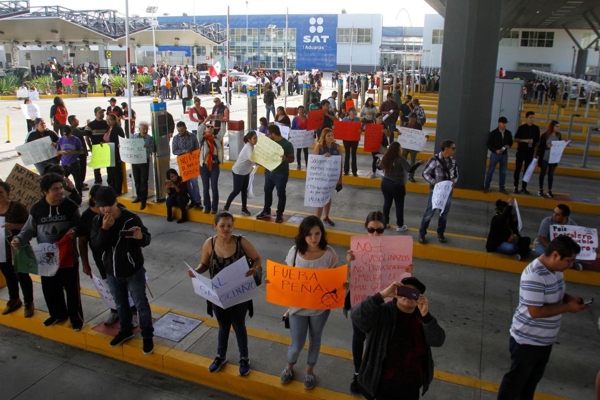 Protesty Mexičanů proti rostoucím cenám pohonných hmot