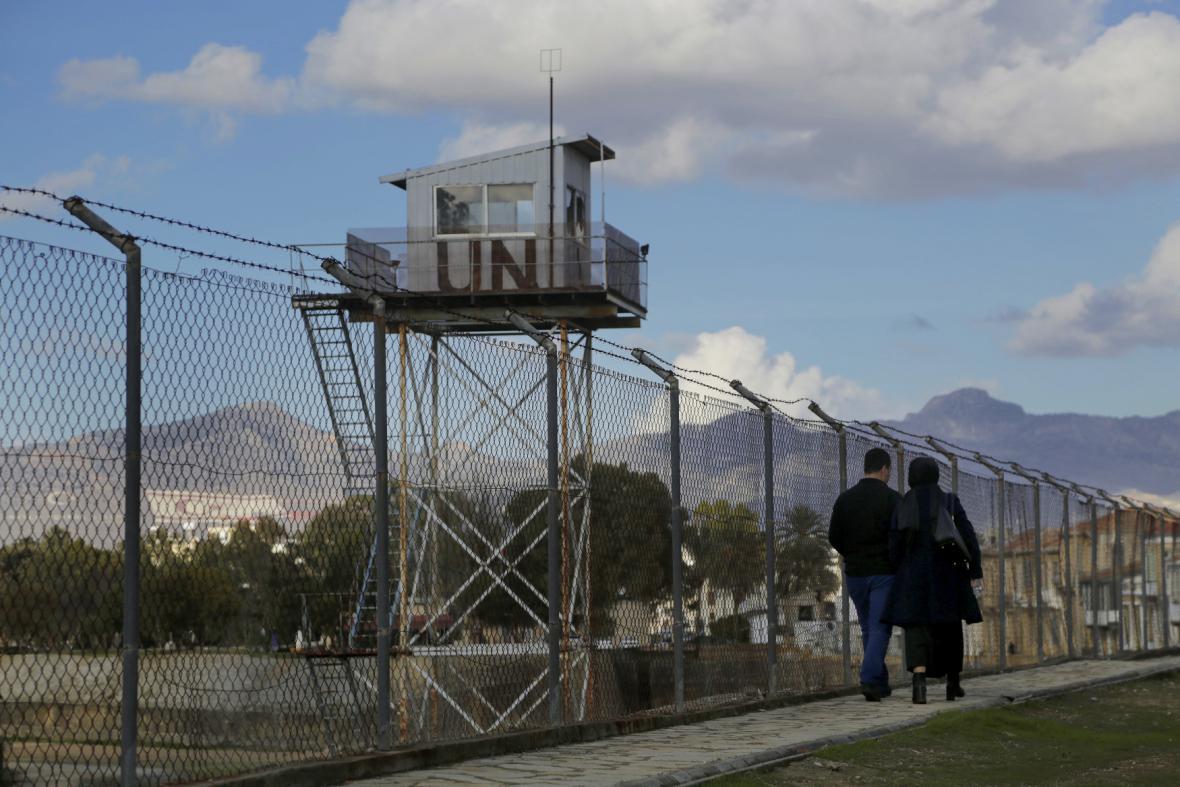 Chráněné pásmo OSN dělí ostrov