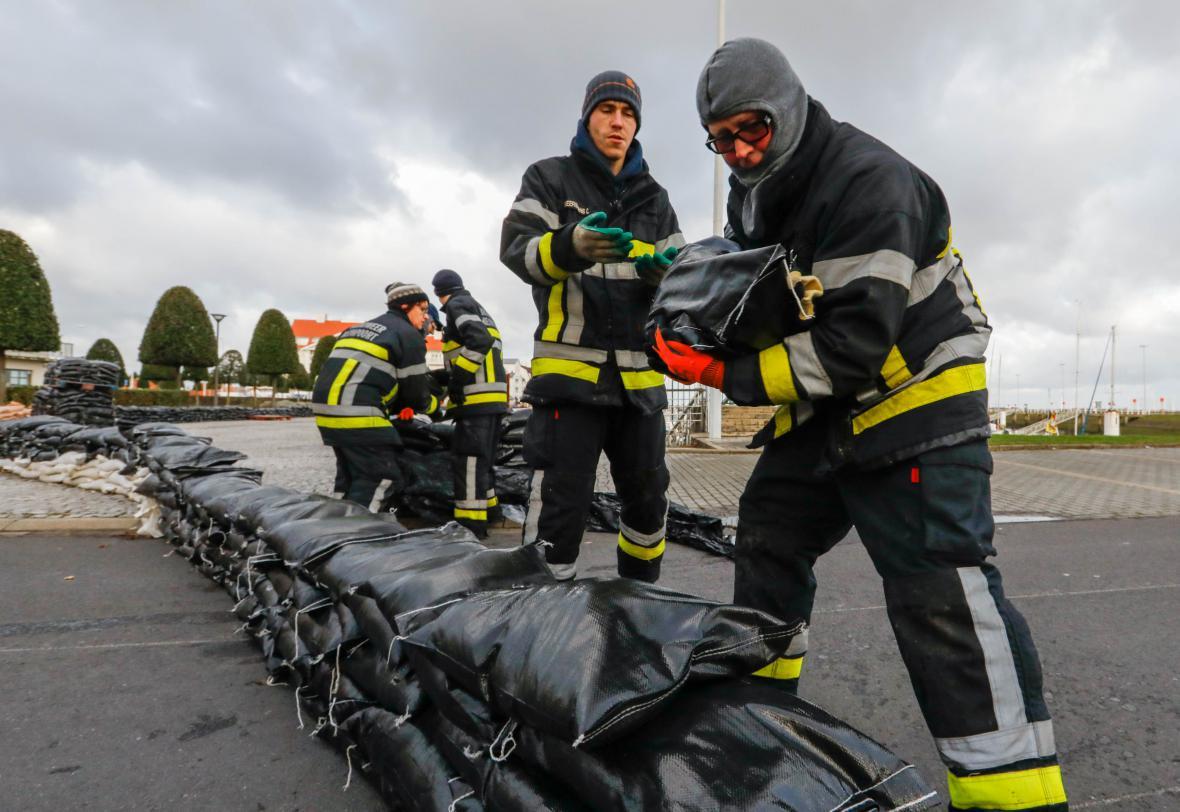 Belgie staví zátarasy na pobřeží