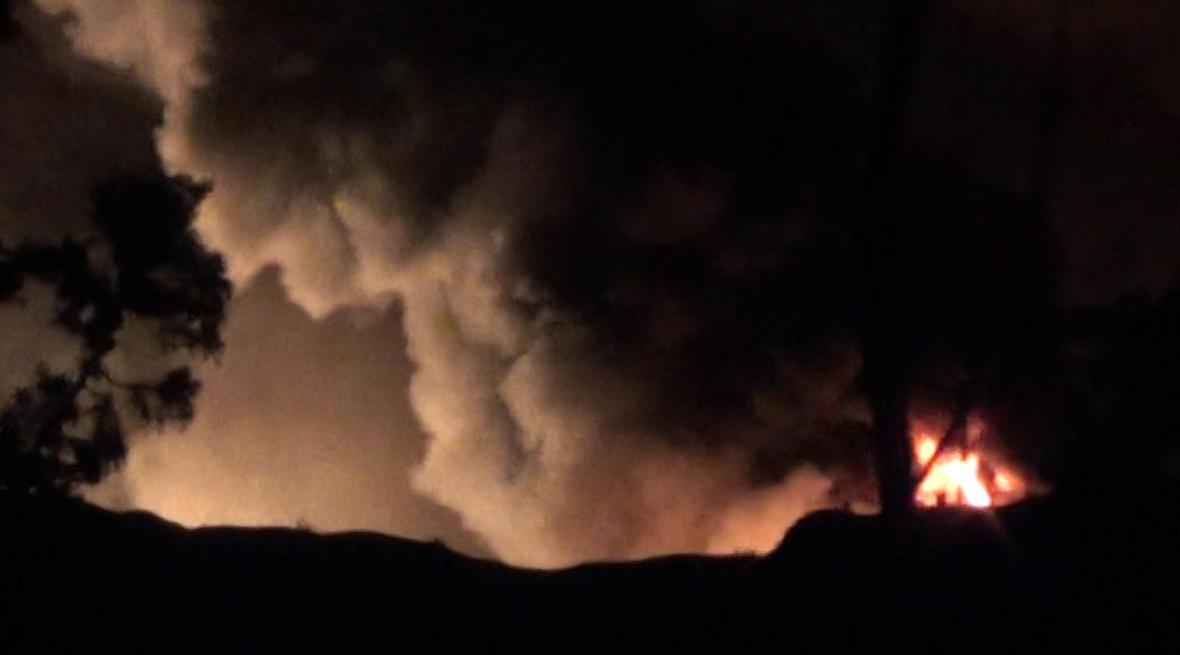 Hořící letiště u Damašku