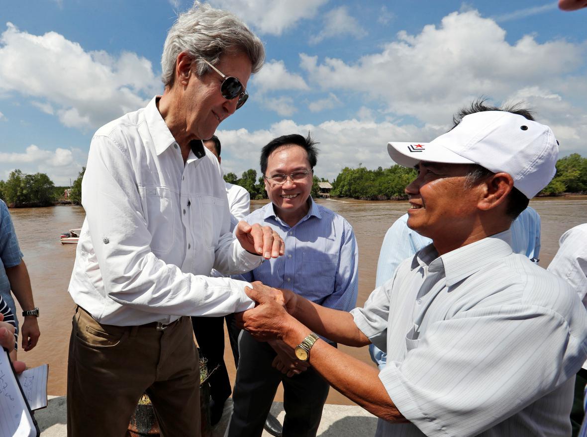 John Kerry a Vo Ban Tam