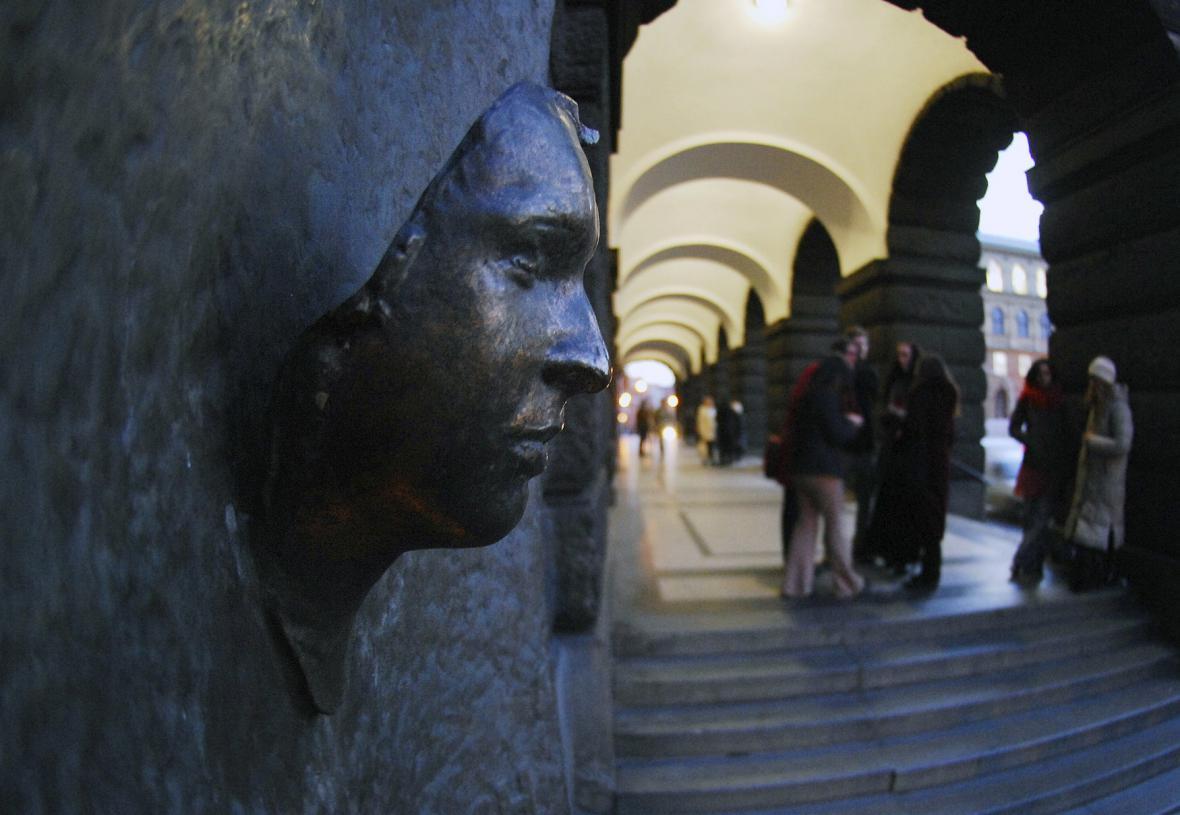 Pamětní deska Jana Palacha na budově Filozofické fakulty v Praze