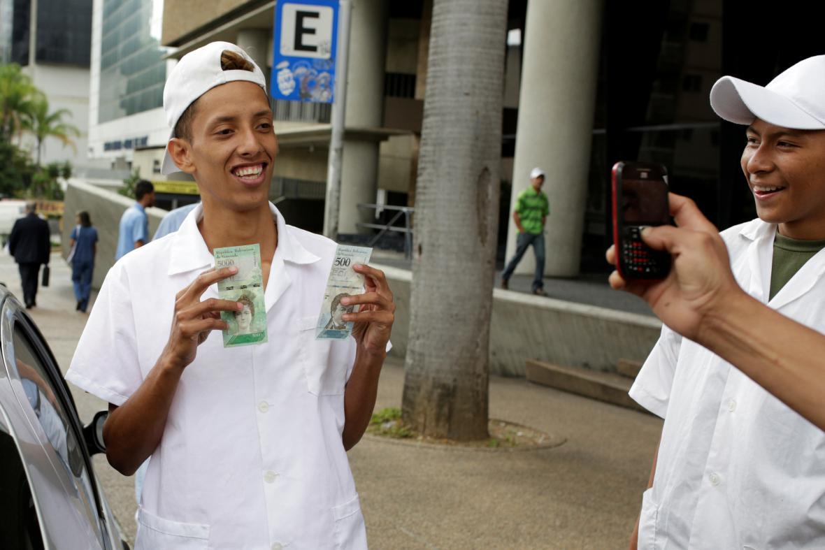 Nelíčená radost v ulicích Caracasu