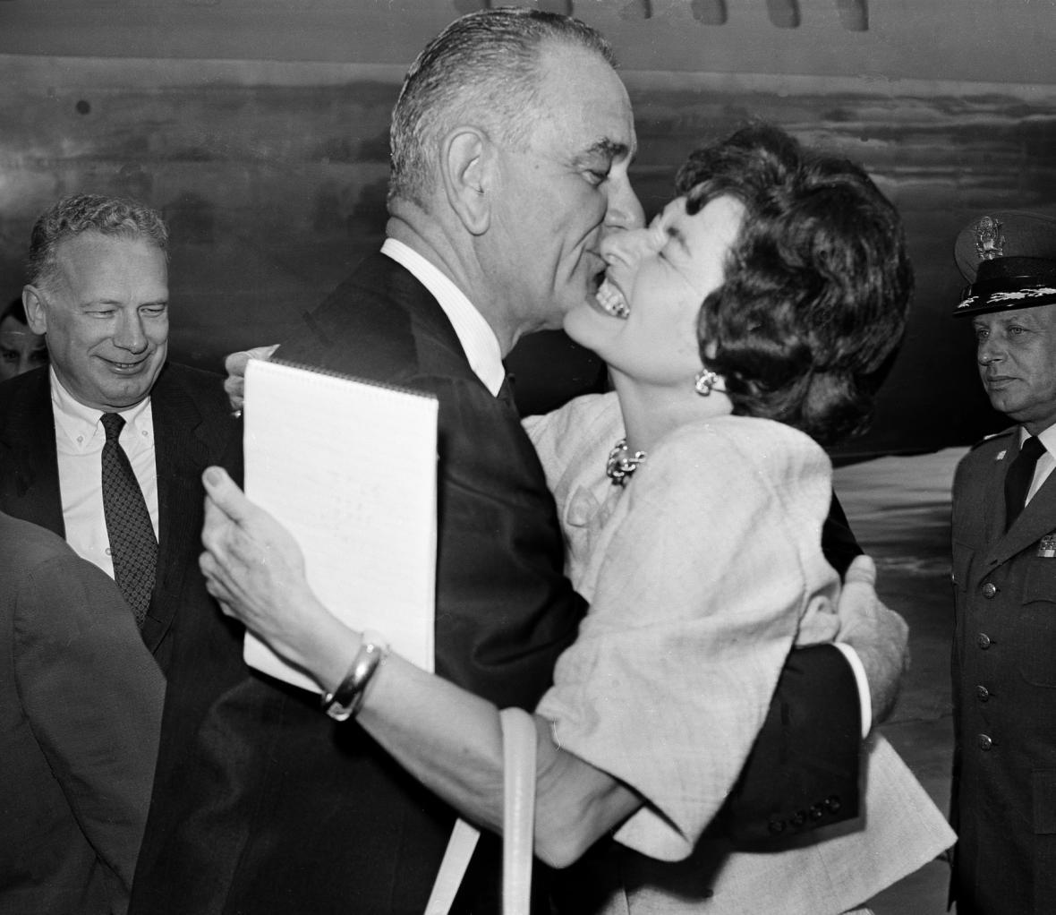 Lyndon Johnson se svou manželkou Claudií