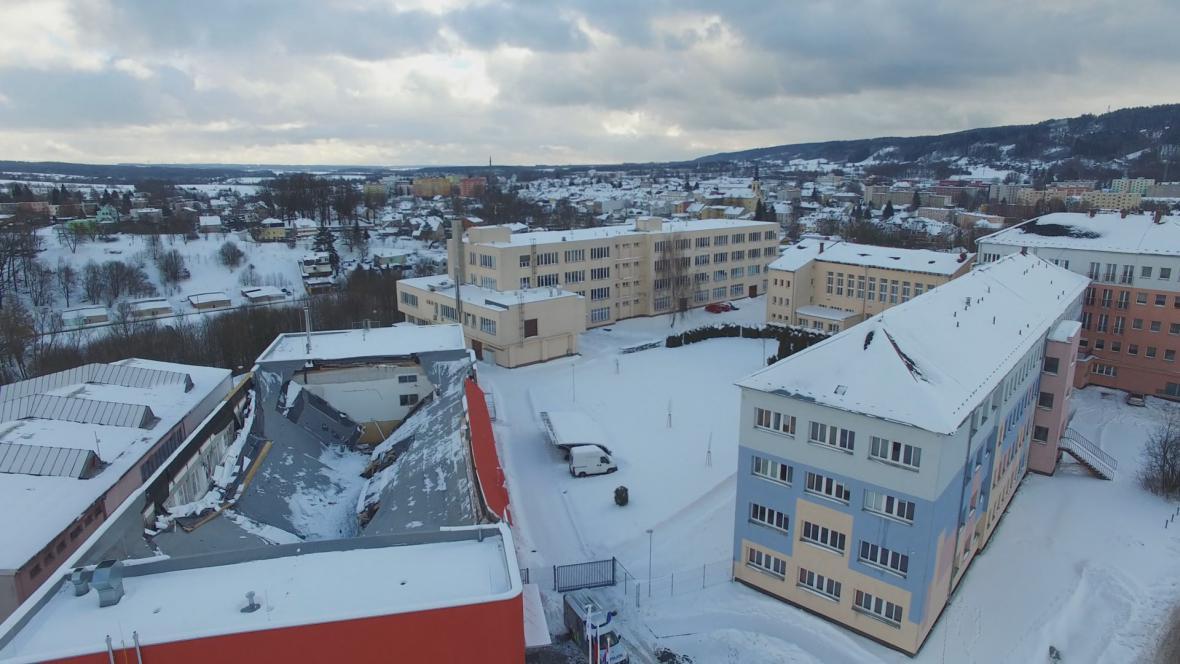 Zřícená střecha haly v České Třebové