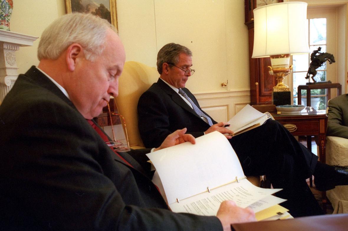 tandemové čtení s viceprezidentem Dickem Cheneym