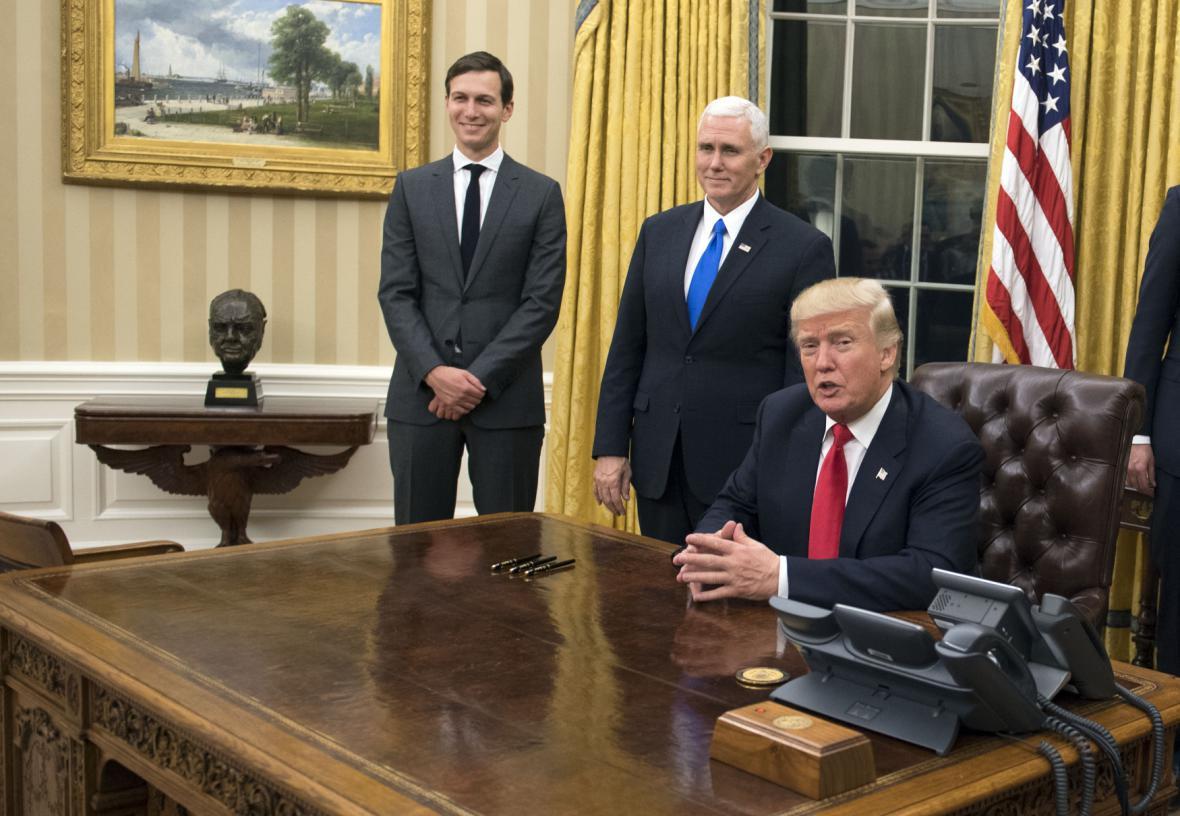 Donald Trump v Oválné pracovně Bílého domu