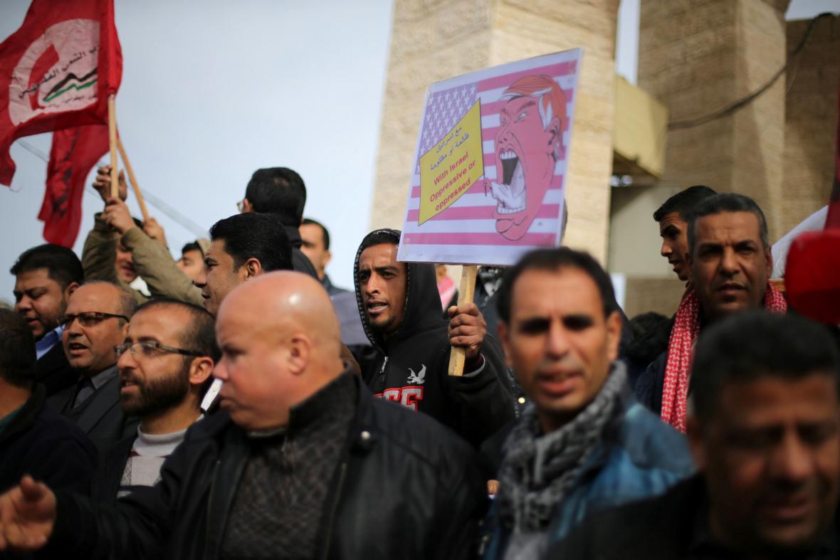 Palestinci tvrdě protestují proti plánům stěhovat ambasádu
